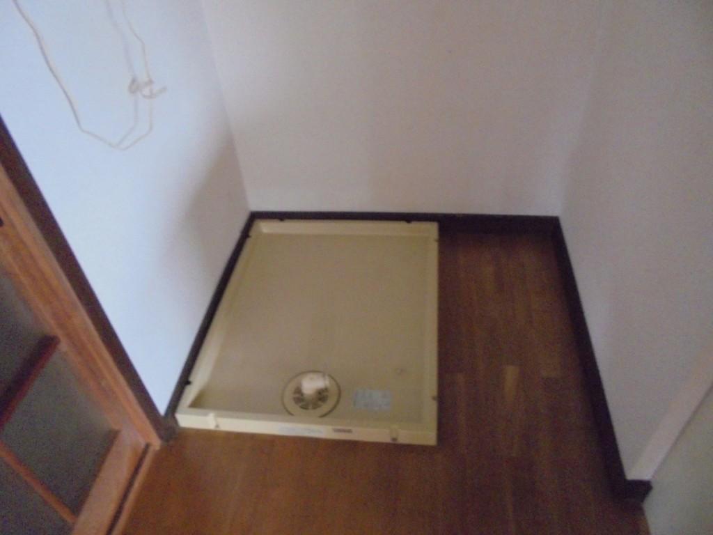 アメニティⅠ102 洗濯機置場 (2)