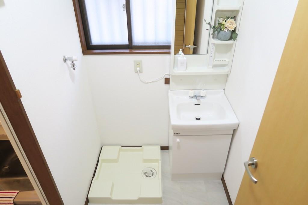 洗濯機置場、洗面所